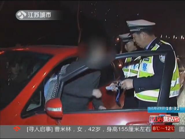 看到交警就逃 撞了!