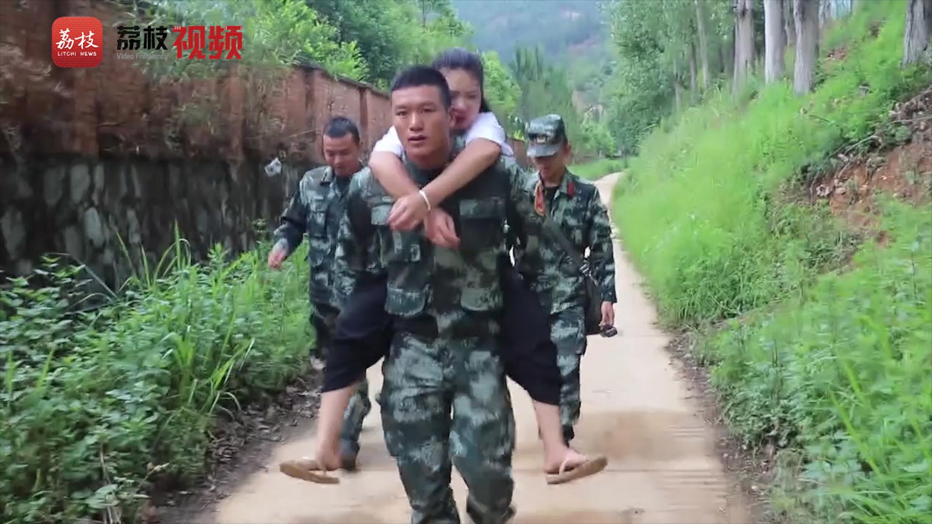 武警官兵紧急救助突遇车祸女子